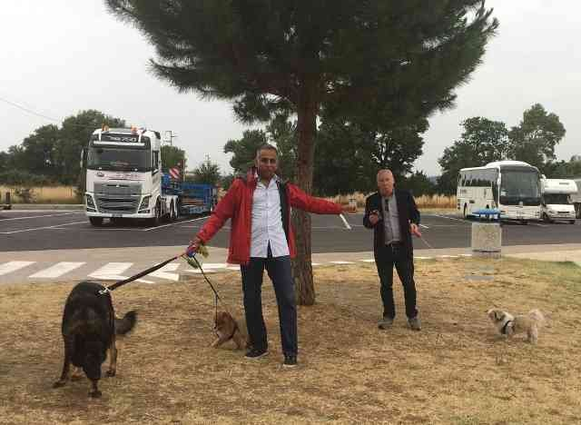 Hemant with Kaiser, Foxy and Shu-Shu, on their way from Cheltenham to Rome.
